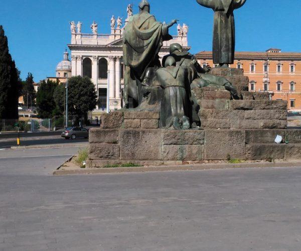Monumento a San Francesco d'Assisi e Basilica di San Giovanni in Laterano